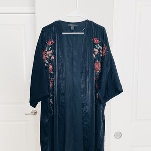 LONG KIMONO WITH FLORAL EMBROIDERY